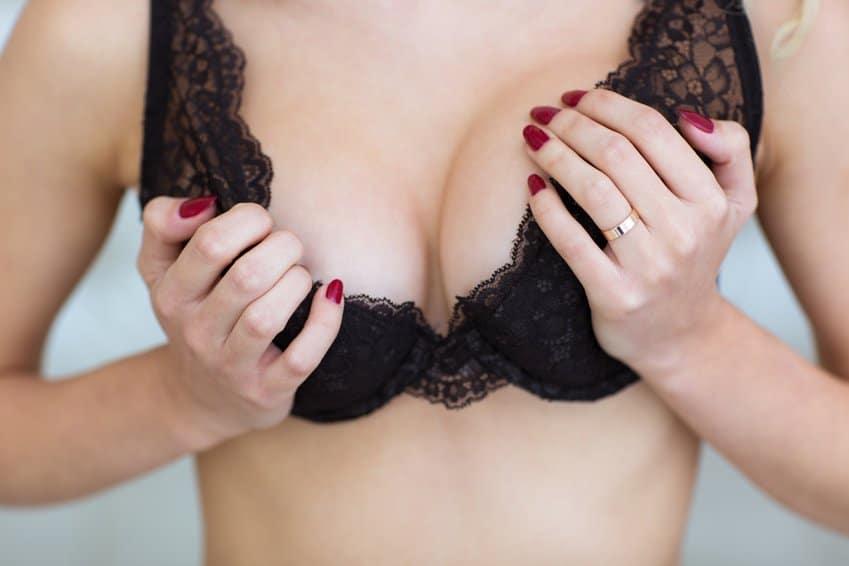 Die Wäsche nach der Operation auf die Brust zu kaufen,