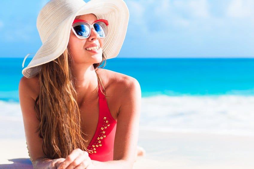 Schönheitsoperation im Sommer: Sollte man Eingriffe lieber verschieben?